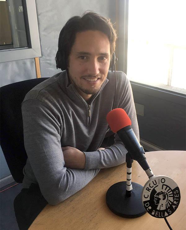 Pablo Romero Luis presentando desnudas de palabras en Radio Círculo Flamenco